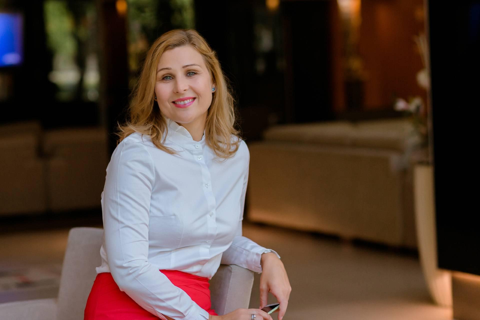 Cégkísérő - Utasi Melinda